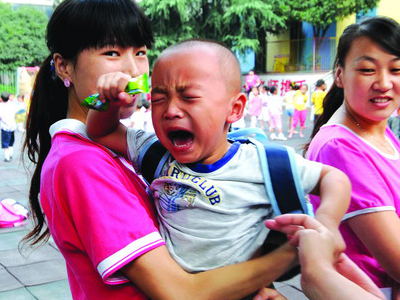 """解决孩子上幼儿园""""哭闹""""的妙招"""